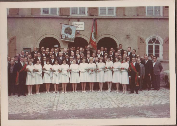 Jubiläum 1966 Chor mit Festdamen 002