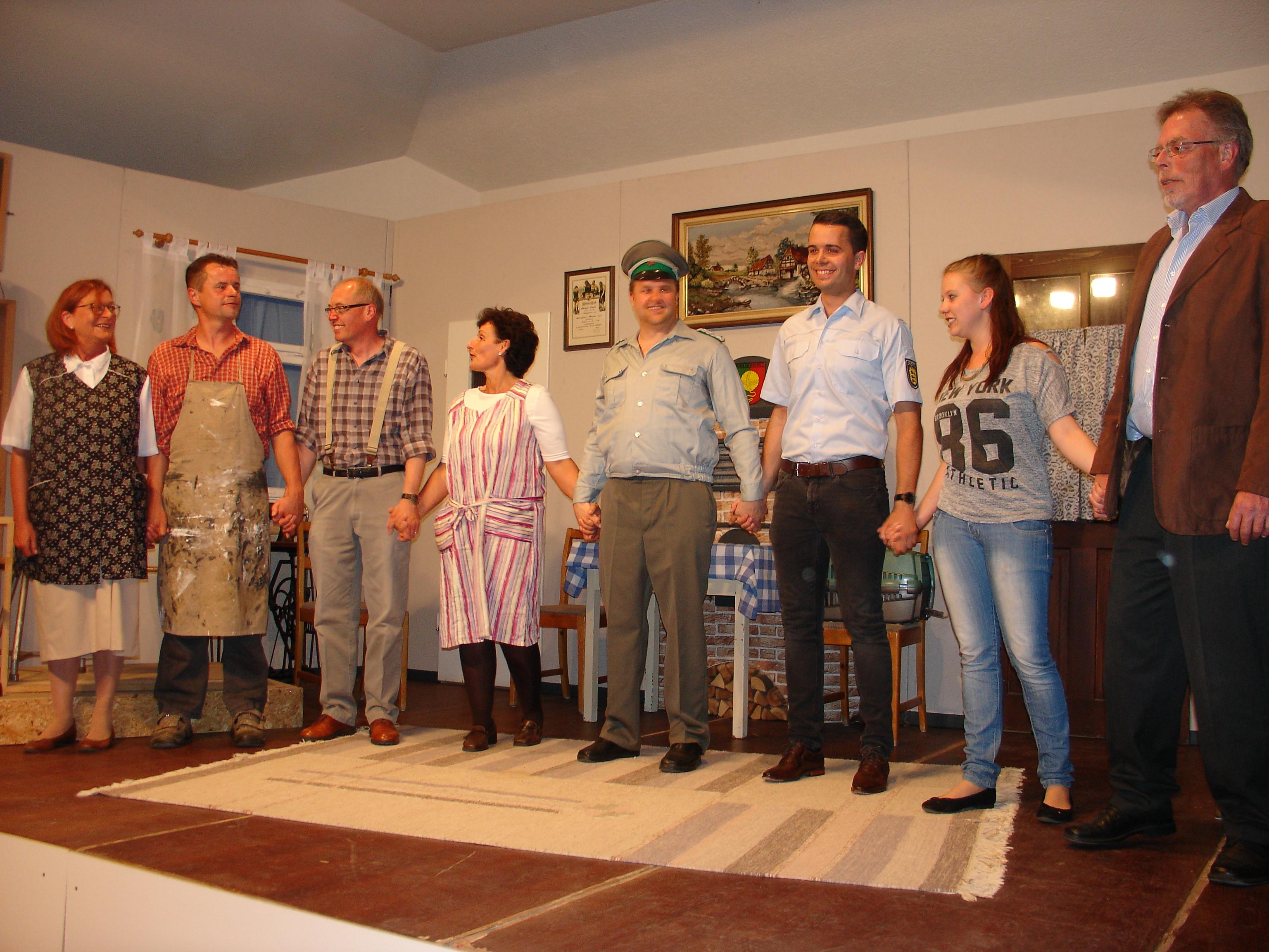 Theater im Bürgerhaus: Sau und Robby gesucht – Singen in Hohengehren